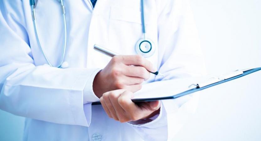 Só médicos podem solicitar exames